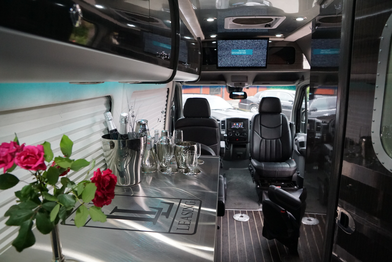 15.Interior-Cat.V-Sprinter-limo-8-Pax